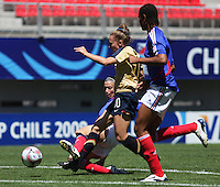 Chile, Chillan:Usa  forward Michelle Enyeart goes for the ball along with Laura Agard and Wendie Renard during the football match of the Fifa U-20 Women's World Cup the at Nelson Oyarz˙n stadium in Chill·n , on November the ninth 2008 2008.  GROSNIA / sergio Araneda