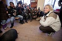 Pia Kj&aelig;rsgaard og Peter Skaarup p&aring; bes&oslash;g i forskellige institutioner i K&oslash;benhavnerbydelen Tingbjerg. <br /> Foto: Jens Panduro