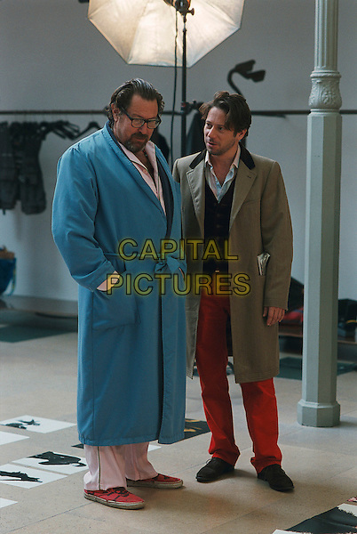 JULIAN SCHNABEL (DIRECTOR) & MATHIEU AMALRIC.on the set of The Diving Bell And The Butterfly (Le Scaphandre et le papillon) .**Editorial Use Only**.CAP/FB.Supplied by Capital Pictures