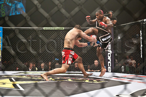 24.06.2011, Washinton, USA.   Lorenz Larkin lands a leg kick on Gian Villante during the STRIKEFORCE Challengers at the ShoWare Center in Kent, Washington. Larkin won the fight in a unanimous decision.