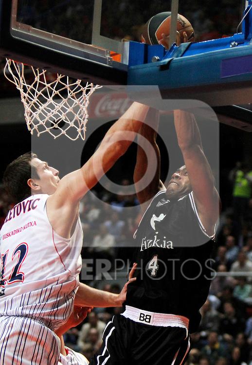 Madrid.- (10/02/2011).-LXXV COPA DE S.M. EL REY.FASE FINAL.Caja Laboral-Bizkaia Bilbao Basket .Teletovic-Chris Warren...©Alex Cid-Fuentes/AlfaquiFotografia