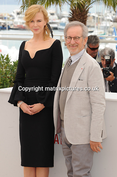 NON EXCLUSIVE PICTURE: MATRIXPICTURES.CO.UK.PLEASE CREDIT ALL USES..WORLD RIGHTS..Australian actress Nicole Kidman and American director Steven Spielberg attending the Jury photo call, during the 66th International Cannes Film Festival, France...MAY 15th 2013..REF: CFF 133266