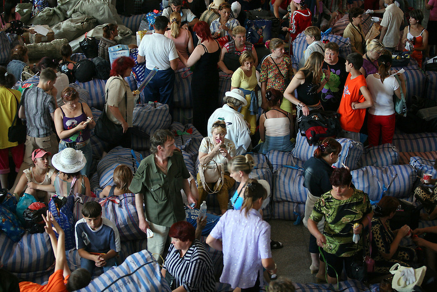 Russian traders with bundles of goods bought in China, wait to go home at the Suifenhe border town railway station July 7, 2006. In the first three months of 2006, bilateral trade between Russia and China exceeded $12 billion or up 53% year-on-year.