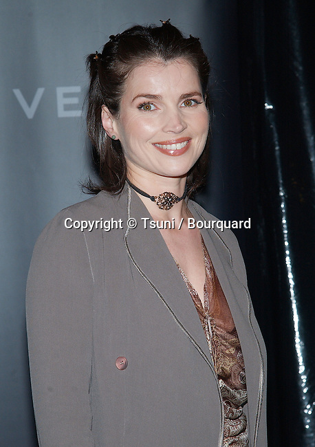Julia Ormond arriving at the Cocktail reception for Vanity Fair celebration for Vertu Client Suite Opening in Beverly Hills. (Vertu is 18 karat gold phone with concierge service). November 12, 2002.          -            OrmondJulia19.jpg