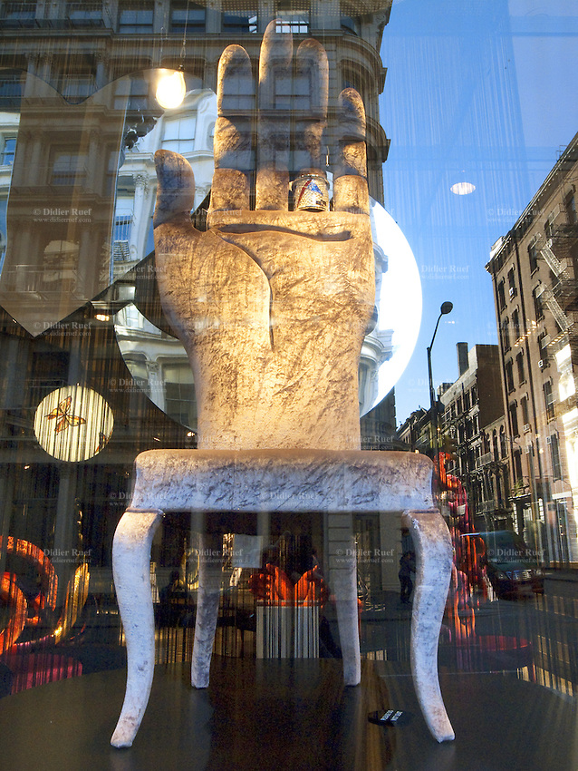USA. New York City. Sigis shop window in Soho ( Lower Manhattan).  A deluxe straight-backed chair with a palm of a hand for sale. Fashion. 25.10.2011 © 2011 Didier Ruef