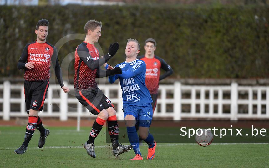 FC Izegem - FC Knokke :<br /> Tjendo De Cuyper (R) in botsing met Stijn De Deygere (L)<br /> <br /> Foto VDB / Bart Vandenbroucke
