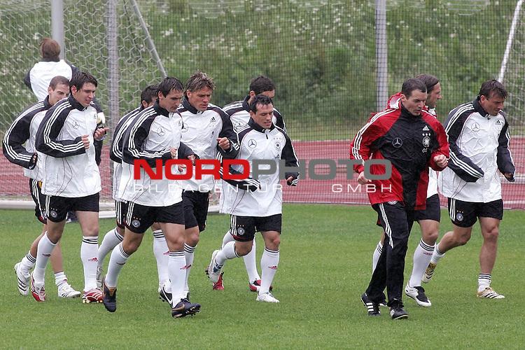 Training Deutsche Nationalmannschaft EM-Qualifikationsspiel Deutschland - San Marino<br /> <br /> Laufeinheit der Mannschaft.<br /> Foto &copy; nph (nordphoto)<br /> <br /> <br /> <br />  *** Local Caption ***