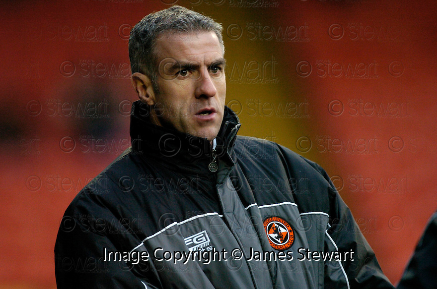 18/02/2006         Copyright Pic: James Stewart.File Name : sct_jspa21_dundee_utd_v_inverness.CRAIG BREWSTER WATCHES HIS SIDE GOING DOWN TO INVERNESS.Payments to :.James Stewart Photo Agency 19 Carronlea Drive, Falkirk. FK2 8DN      Vat Reg No. 607 6932 25.Office     : +44 (0)1324 570906     .Mobile   : +44 (0)7721 416997.Fax         : +44 (0)1324 570906.E-mail  :  jim@jspa.co.uk.If you require further information then contact Jim Stewart on any of the numbers above.........