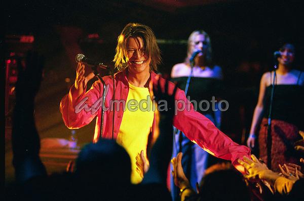 ©Alpha Press M037972 09/10/99 DAVID BOWIE  TFI FRIDAY RIVERSIDE STUDIOS  LONDON. Photo Credit: Alpha Press/AdMedia