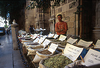 GRANADA- ESPAÑA- 24-06-2005. Venta callejera de especias. Street sale of spices. (Photo: VizzorImage)....