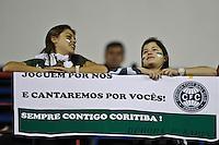 SAO PAULO, SP, 05 JULHO 2012 - COPA DO BRASIL FINAL - PALMEIRAS x CORITIBA - Torcedores do Palmeiras momentos antes da partida contra o Coritiba   em jogo valido pela primeira partida da final da Copa do Brasil no Estadio Arena Barueiri, na noite desta quinta feira (05). (FOTO: VAGNER CAMPOS  / BRAZIL PHOTO PRESS).