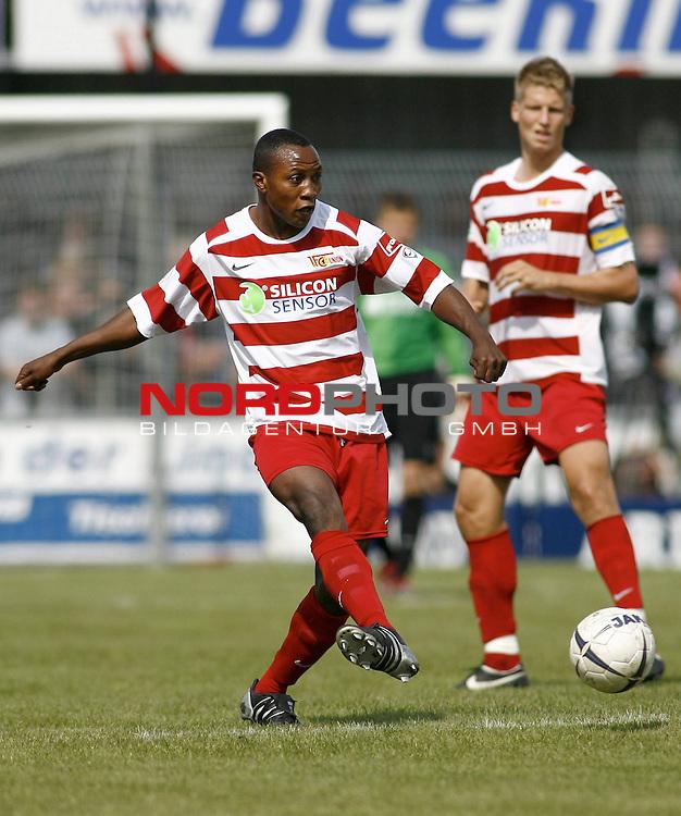 RLN 2007/2008 4. Spieltag Hinrunde<br /> BSV Kickers Emden - 1. FC Union Berlin<br /> Macchambes Younga-Mouhani (Union#8), dahinter: Daniel Schulz (Union#18,K)<br /> <br /> Foto &copy; nph (  nordphoto  )<br /> <br /> <br /> <br />  *** Local Caption ***