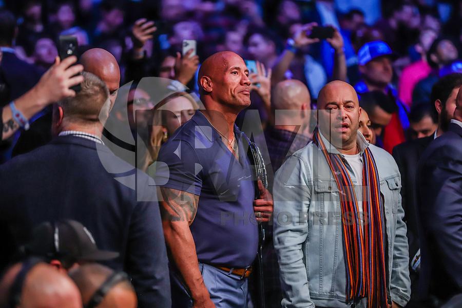 """NOVA YORK, EUA, 02.11.2019 - UFC-NOVA YORK - Dwayne """"the Rock"""" Johnson durante o UFC 244 no Madison Square Garden na cidade de Nova York neste sábado, 02. (Foto: Vanessa Carvalho/Brazil Photo Press)"""