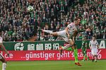 15.04.2018, Weser Stadion, Bremen, GER, 1.FBL, Werder Bremen vs RB Leibzig, im Bild<br /> <br /> Willi Orban (RB Leipzig #04)<br /> Ishak Belfodil (Werder #29)<br /> <br /> Foto &copy; nordphoto / Kokenge