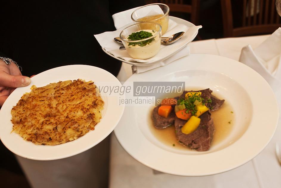 Europe/Autriche/Niederösterreich/Vienne: Au restaurant Weibel's Wirtshaus - le Tafelspitz , pot au feu aux deux pommes, pommes sautées et rapées et compote de pomme