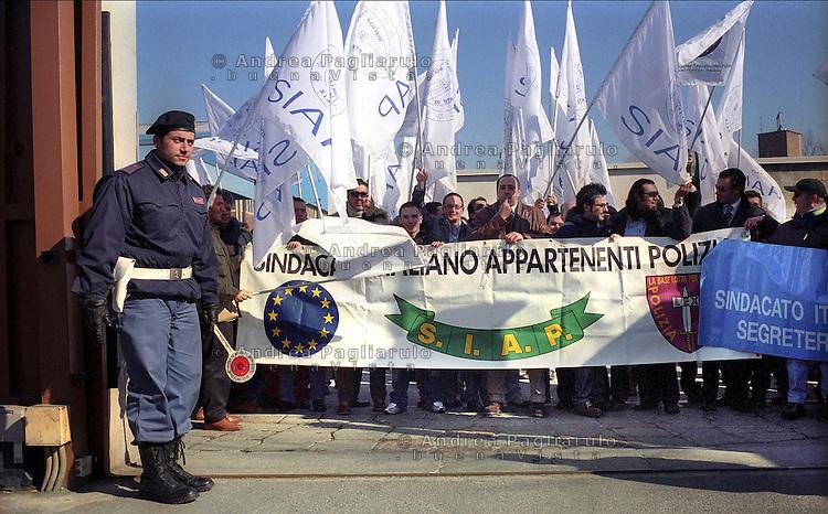 Milano, manifestazione sindacato polizia SIAP.