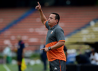MEDELLÍN -COLOMBIA-16-ABRIL-2016. Juan  Carlos Sanchez  director técnico  del  Envigado FC durante el encuentro contra el Atlético Nacional  por la fecha 13 de Liga Águila I 2016 jugado en el estadio Atanasio Girardot ./  Juan  Carlos Sanchez  coach of  Envigado FC during the match againts Atletico Nacional   for the date 13 of the Aguila League I 2016 played at Atanasio Girardot  stadium in Medellin . Photo: VizzorImage / León Monsalve  / Contribuidor