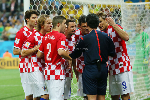 Yuichi Nishimura (Referee) &amp; Croatia team group, <br /> JUNE 12, 2014 - Football /Soccer : <br /> 2014 FIFA World Cup Brazil <br /> Group Match -Group A- <br /> between Brazil 3-1 Croatia <br /> at Arena de Sao Paulo, Sao Paulo, Brazil. <br /> (Photo by YUTAKA/AFLO SPORT) [1040]