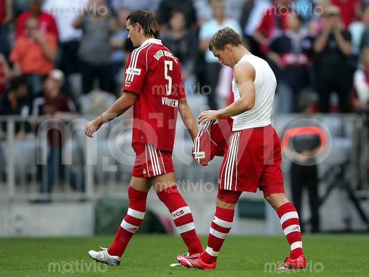 Fussball Bundesliga FC Bayern Muenchen - 1. FC Nuernberg Enttaeuschung nach Spielende: v.l.: Daniel VAN BUYTEN und Lukas PODOLSKI (beide FCB).