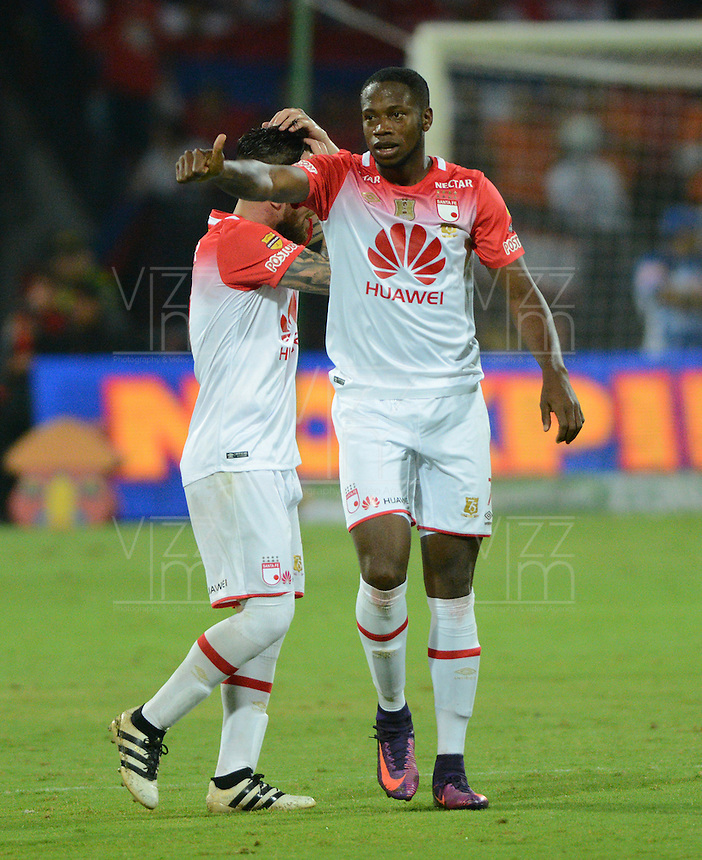 MEDELLIN - COLOMBIA -26-11-2016: Leyvin Balanta, jugador de Independiente Santa Fe, celebra el gol anotado a Deportivo Independiente Medellin, durante partido por los cuartos de final entre Deportivo Independiente Medellin e Independiente Santa Fe, de la Liga Aguila II 2016, en el estadio Atanasio Girardot de la ciudad de Medellin. / Leyvin Balanta, player of Independiente Santa Fe, celebrates a scored goal to Deportivo Independiente Medellin during a match for the quarterfinals between Deportivo Independiente Medellin and Independiente Santa Fe, of the Liga Aguila II 2016 at the Atanasio Girardot stadium in Medellin city. Photos: VizzorImage  / Leon Monsalve / Cont.