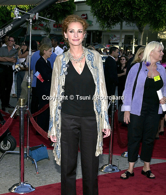 Julia Roberts at the premiere of 'America's Sweethearts' at the Village Theater in Los Angeles, Ca. 7/17/01.           -            RobertsJulia06.jpg