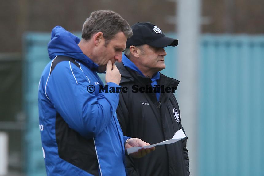 Trainer Armin Veh mit Co-Trainer Rainer Geyer (Eintracht)