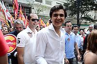 ATENÇÃO EDITOR: FOTO EMBARGADA PARA VEÍCULOS INTERNACIONAIS. SAO PAULO, 04 DE OUTUBRO DE 2012 - ELEICOES 2012 CHALITA - Candidato Gabriel Chalita (PMDB) durante caminhada na regiao da Se, centro da capital, na manha desta quinta feira. FOTO: ALEXANDRE MOREIRA - BRAZIL PHOTO PRESS