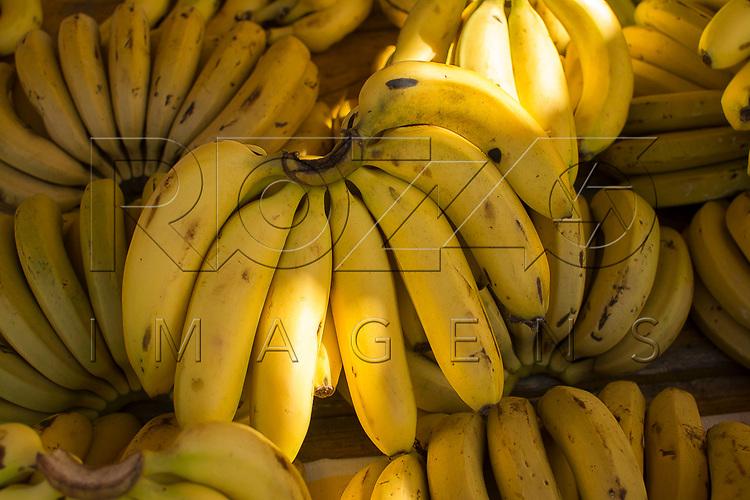 Bananas à venda  em feira livre, São Paulo - SP, 08/2016.