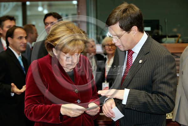 BRUSSELS - BELGIUM - 15DECEMBER 2006 -- EU-Summit hosted by the Finnish Presidency. -- The German Chancellor Angela MERKEL(Le) with the Dutch Prime Minister Jan Peter BALKENENDE. -- PHOTO: JUHA ROININEN / EUP-IMAGES
