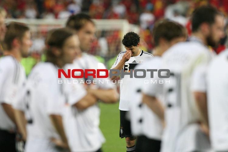 UEFA Euro 2008 Final Match 31 Wien - Ernst-Happel-Stadion. Deutschland ( GER ) - Spanien ( ESP ) 0:1. <br /> Der entt&auml;uschte Michael Ballack ( Germany / Mittelfeldspieler / Midfielder / Chelsea London #13 ) (M hinten) fasst sich an die Nase.<br /> Foto &copy; nph (  nordphoto  )