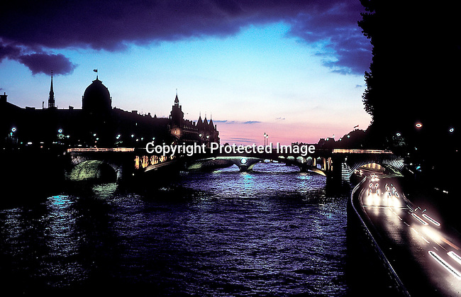 COFRAN35001.Country. France. Scene in Central Paris..©Per-Anders Petterson/iAfrika Photos