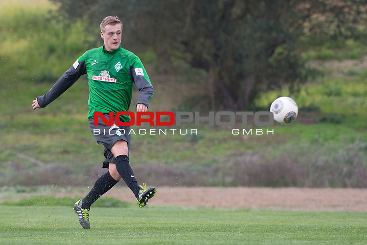 Trainingsgel&auml;nde, Jerez, ESP, 1.FBL, Trainingslager Werder Bremen 2014,  10.01.2014, <br /> <br /> Aufbautraining Felix Kroos (Bremen #18)<br /> <br /> Foto &copy; nordphoto/ Kokenge