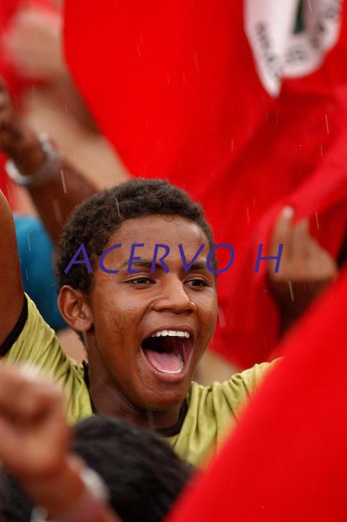 10 anos do massacre de Eldorado de Carajás. manifestantes do MST  começam a se concentrar na curva do S, local do massacre de 19 trabalhadores, assassinados durante manifestações por terra  em 1996 pela PM do estado, Eldorado de Carajás, Pará, Brasil.17/04/2006.Foto Paulo Santos/Acervo H