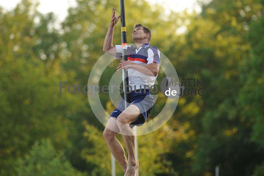 FIERLJEPPEN: BURGUM: 07-06-2013, Nationale competitie fierljeppen, Oane Galama, ©foto Martin de Jong