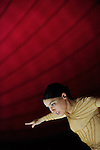fLES TEMPS TIRAILLES..Chorégraphie : Myriam Gourfink. Musique : Georg Friedrich Haas (nouvelle version). Réalisation informatique musicale ircam : Robin Meier, Ircam. Musique enregistrée : Pascal Gallois basson et Garth Knox, Geneviève Strosser altos. Danseuses : Clémence Coconnier, Céline Debyser, Carole Garriga, Déborah Lary, Françoise Rognerud, Julie Salgues et Véronique Weil. Costumes : Kova, Dispositif scénique : Zakariyya Cammoun, Lumières : Séverine Rième. Dans le cadre du festival Agora 2011. Coproduction Centre national des arts plastiques, Ircam, association LOL...Lieu : Grand Palais..Cadre : Exposition Monumenta 2011 - Leviatan d'Anish Kapoor..Ville : Paris..Le : 09 06 2011..© Laurent Paillier / photosdedanse.com..All rights reserved