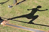 SAO PAULO, SP, 30 DE JUNHO DE 2012 - VIRADA ESPORTIVA SP - Publico participa de Tirolesa no Vale do Anhangabaú na manhã deste sabado (30), durante Virada Esportiva 2012, que acontece este final de semana em São Paulo. FOTO: LEVI BIANCO - BRAZIL PHOTO PRESS