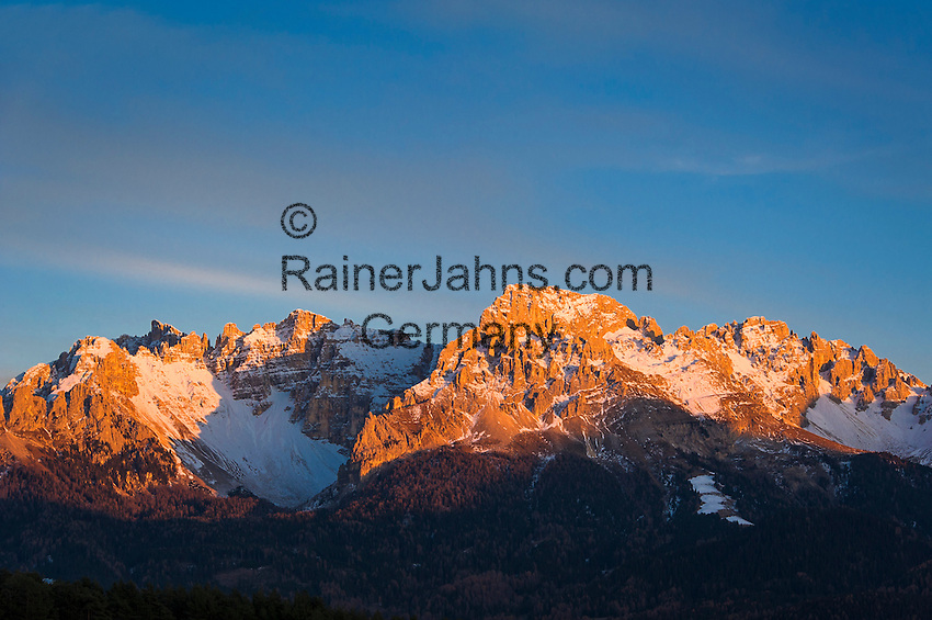 Italy, South Tyrol (Alto Adige-Trentino), Dolomites near Nova Ponente: Alpenglow at Latemar Mountain Range (2.846 m) | Italien, Suedtirol (Alto Adige-Trentino), Dolomiten bei Deutschnofen: Alpengluehen an der Latemar Gruppe (2.846 m)
