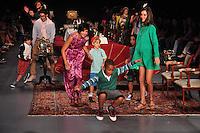 SAO PAULO, SP, 26 MAIO 2012 - FASHION RIO - RESERVA - Modelo desfila para a grife Triya no encerramento do Fashion Rio Verão 2013, realizado no Jockey Clube, na Gávea, zona sul do Rio de Janeiro (RJ), na noite deste sábado. (FOTO: STEPHANIE SARAMAGO / BRAZIL PHOTO PRESS).