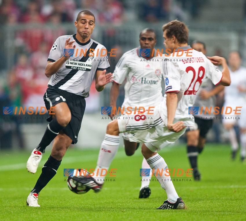 30.09.2009, Alianz Arena M&uuml;nchen, GER, UEFA CL, FC Bayern M&uuml;nchen vs Juventus Turin<br /> Trezeguet ( Juventus #17, ITA ) vs Holger Badstuber, ( FC Bayern #28, GER )<br /> EXPA Pictures &copy; 2009, Photographer Insidefoto/EXPA/ J. Groder