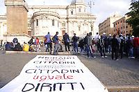 Roma 4 Maggio 2011.Presidio in Piazza Esquilino di centinaia di migranti africani che lavorano come braccianti nel Sud Italia, molti a Rosarno. Chiedono diritti e dignità e partecipano allo scipero selvaggio del 6 Maggio