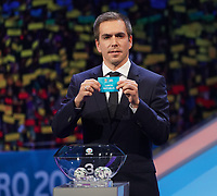 Philipp Lahm greift in den Lostopf 3 und zieht die Tschechische Republik - 30.11.2019: UEFA EURO2020 Auslosung, Romexpo Bukarest, DISCLAIMER: UEFA regulations prohibit any use of photographs as image sequences and/or quasi-video.