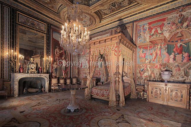 Anne of Austria\'s bedroom, Chateau de Fontainebleau, Ile de France ...