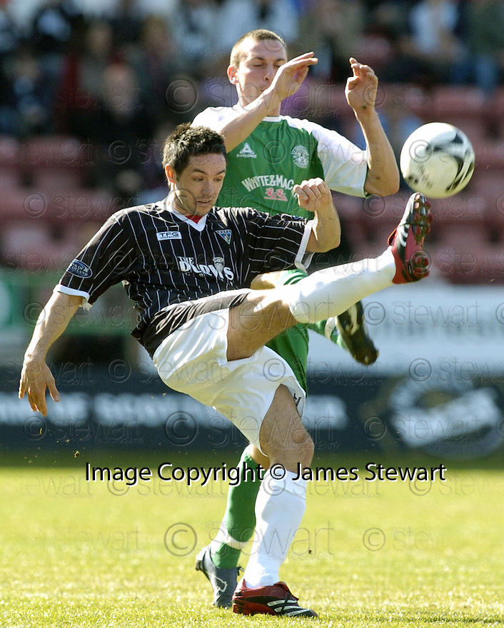 07/04/2007       Copyright Pic: James Stewart.File Name : sct_jspa13_dunfermline_v_hibernian.GARY MASON CLEAR FROM SCOTT BROWN....James Stewart Photo Agency 19 Carronlea Drive, Falkirk. FK2 8DN      Vat Reg No. 607 6932 25.Office     : +44 (0)1324 570906     .Mobile   : +44 (0)7721 416997.Fax         : +44 (0)1324 570906.E-mail  :  jim@jspa.co.uk.If you require further information then contact Jim Stewart on any of the numbers above.........