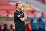 Florian Kohfeldt (Trainer SV Werder Bremen)+, enttäuscht / enttaeuscht / traurig<br /> <br /> <br /> Sport: nphgm001: Fussball: 1. Bundesliga: Saison 19/20: 33. Spieltag: 1. FSV Mainz 05 vs SV Werder Bremen 20.06.2020<br /> <br /> Foto: gumzmedia/nordphoto/POOL <br /> <br /> DFL regulations prohibit any use of photographs as image sequences and/or quasi-video.<br /> EDITORIAL USE ONLY<br /> National and international News-Agencies OUT.