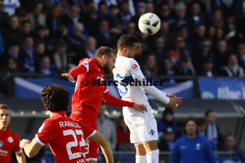 Jerome Gondorf (SV Darmstadt 98) gegen Danny Latza (1. FSV Mainz 05)- 11.03.2017: SV Darmstadt 98 vs. 1. FSV Mainz 05, Johnny Heimes Stadion am Boellenfalltor