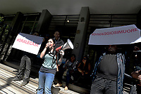 Roma, 5 Maggio 2017<br /> Cartelli contro Antonio Di Maggio vice comandante della polizia municipale di Roma.<br /> Movimenti per il diritto all'abitare assediano l'assessorato alle politiche sociali, contro I nuovi decreti governativi sulla sicurezza urbana e sui migranti .