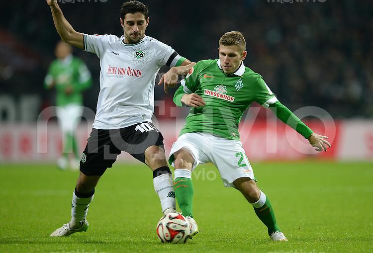 FUSSBALL   1. BUNDESLIGA   SAISON 2014/2015   15. SPIELTAG SV Werder Bremen - Hannover 96                         13.12.2014 Lars Stindl (li, Hannover 96) gegen Levent Aycicek (re, SV Werder Bremen)