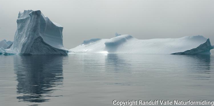Isfjell i Diskobukten ---- Iceberg in Disko bay
