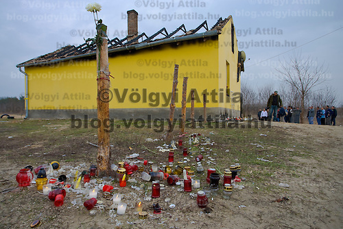Thousands attend the furneral of the violently killed gipsy family at Tatarszentgyorgy.