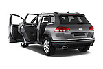 Car images of a 2015 Volkswagen Touareg Bluemotion 5 Door SUV Doors